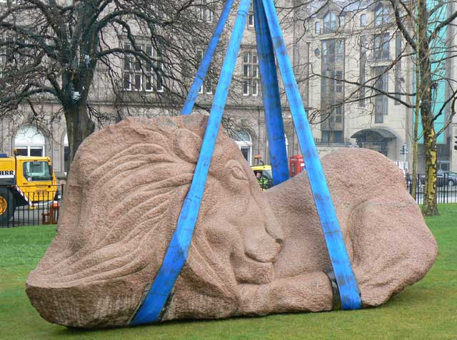Lion of Scotland sculpture by Ronald Rae arriving at St Andrews Square, Edinburgh